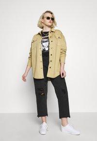 Glamorous Curve - TIE WAIST SHACKET - Denim jacket - ivory - 1