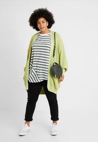 Glamorous Curve - CARDIGAN - Gilet - wasabi green - 1