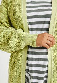Glamorous Curve - CARDIGAN - Gilet - wasabi green - 5
