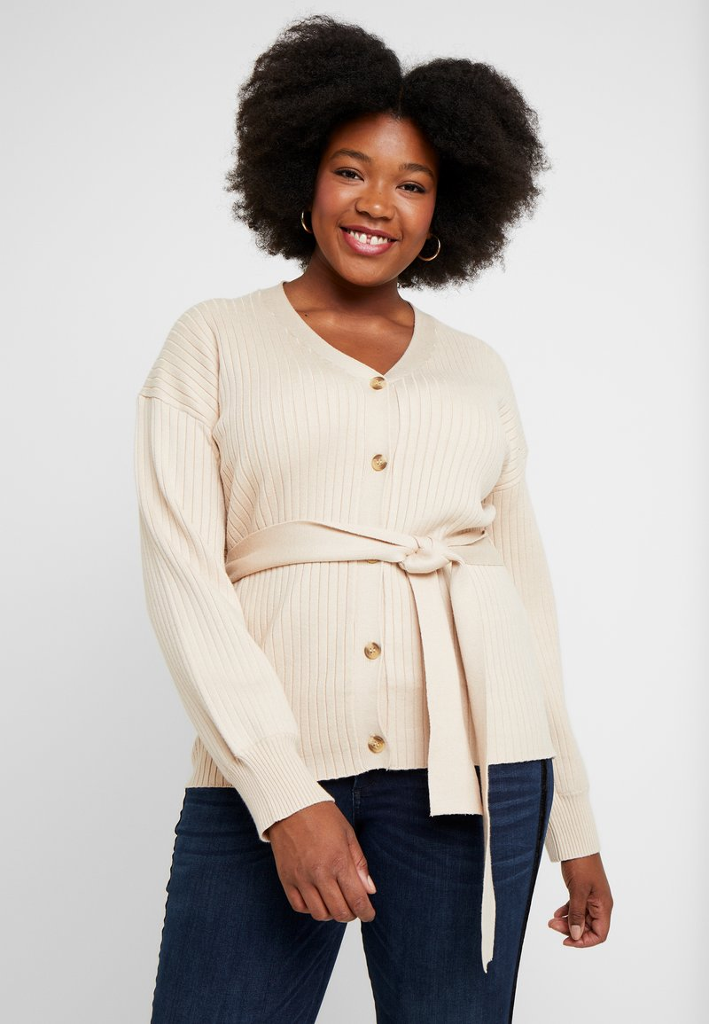 Glamorous Curve - BELTED BUTTON FRONT CARDI - Cardigan - beige