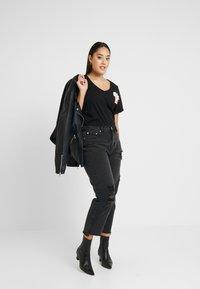 Glamorous Curve - Vaqueros slim fit - black - 1