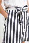 Glamorous Curve - STRIPE - Shorts - navy/white