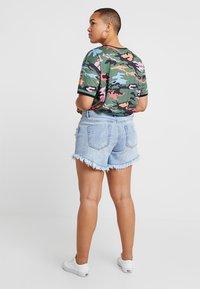 Glamorous Curve - GLAMOROUS CURVE - Denim shorts - light blue - 2