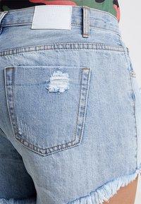 Glamorous Curve - GLAMOROUS CURVE - Denim shorts - light blue - 3