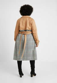 Glamorous Curve - MIX AND MATCH - Trenchcoat - stone - 2