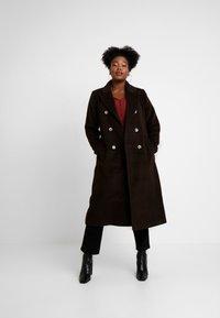 Glamorous Curve - MASCULINE COAT - Mantel - chocolate - 1