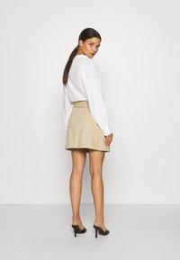 Glamorous Petite - BELTED MINI SKIRT WITH POCKET DETAIL - Blyantnederdel / pencil skirts - stone corduroy - 2