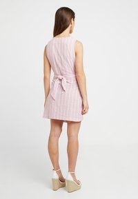 Glamorous Petite - Day dress - wide pink/white - 2