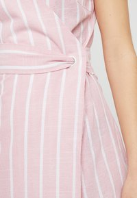 Glamorous Petite - Day dress - wide pink/white - 6