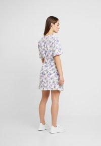 Glamorous Petite - DITSY DRESS - Freizeitkleid - cream/lilac - 2