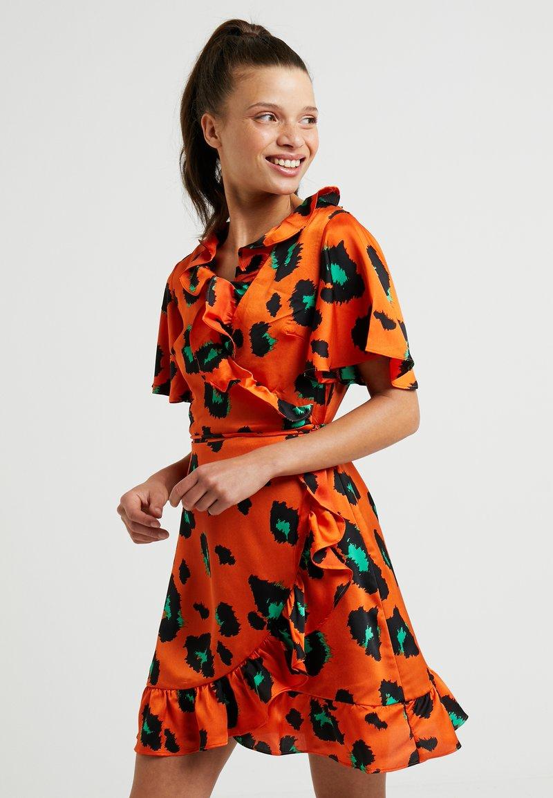 Glamorous Petite - LEOPARD DRESS REPEAT - Kjole - orange