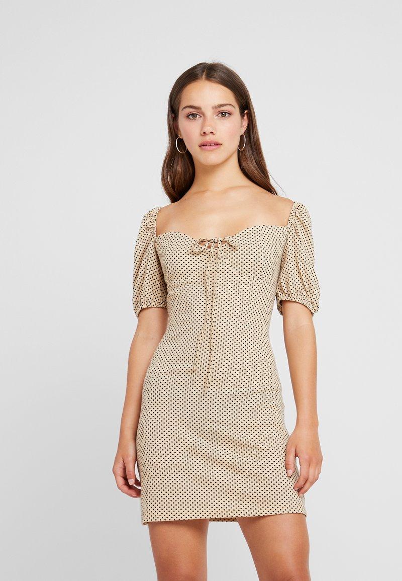 Glamorous Petite - Shift dress - beige/black
