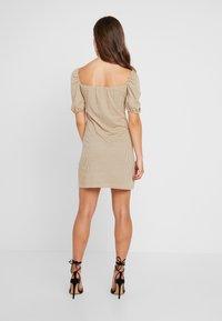 Glamorous Petite - Shift dress - beige/black - 2