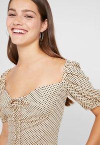 Glamorous Petite - Shift dress - beige/black - 4