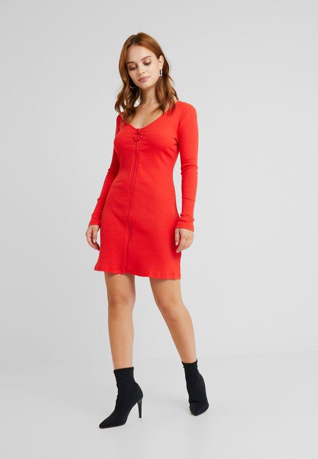 Fodralklänning - tomato red