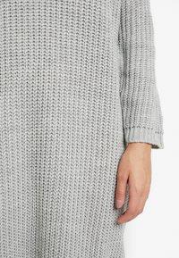 Glamorous Petite - V NECK DRESS - Strikket kjole - light grey marl - 6