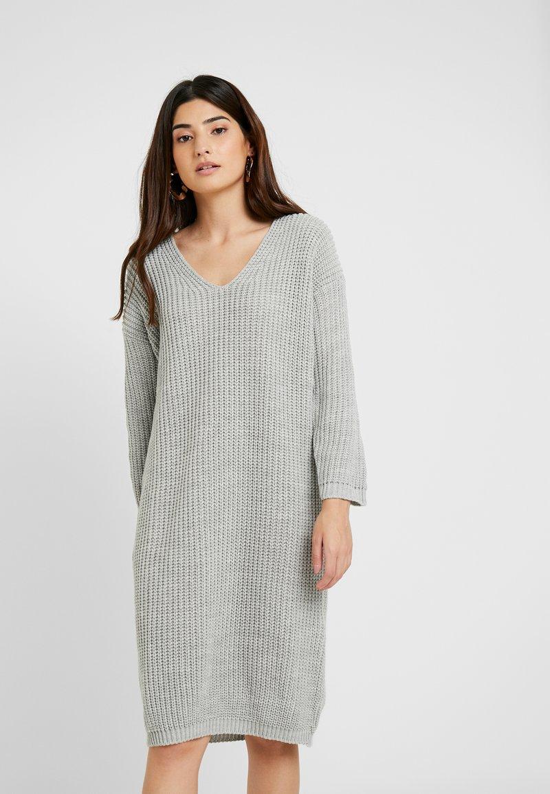Glamorous Petite - V NECK DRESS - Strikket kjole - light grey marl