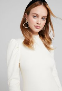 Glamorous Petite - PUFF SLEEVE DRESS - Pouzdrové šaty - vanilla - 3