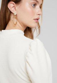Glamorous Petite - PUFF SLEEVE DRESS - Pouzdrové šaty - vanilla - 5