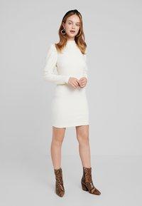 Glamorous Petite - PUFF SLEEVE DRESS - Pouzdrové šaty - vanilla - 1