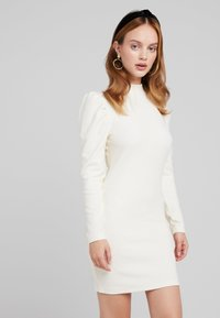 Glamorous Petite - PUFF SLEEVE DRESS - Pouzdrové šaty - vanilla - 0