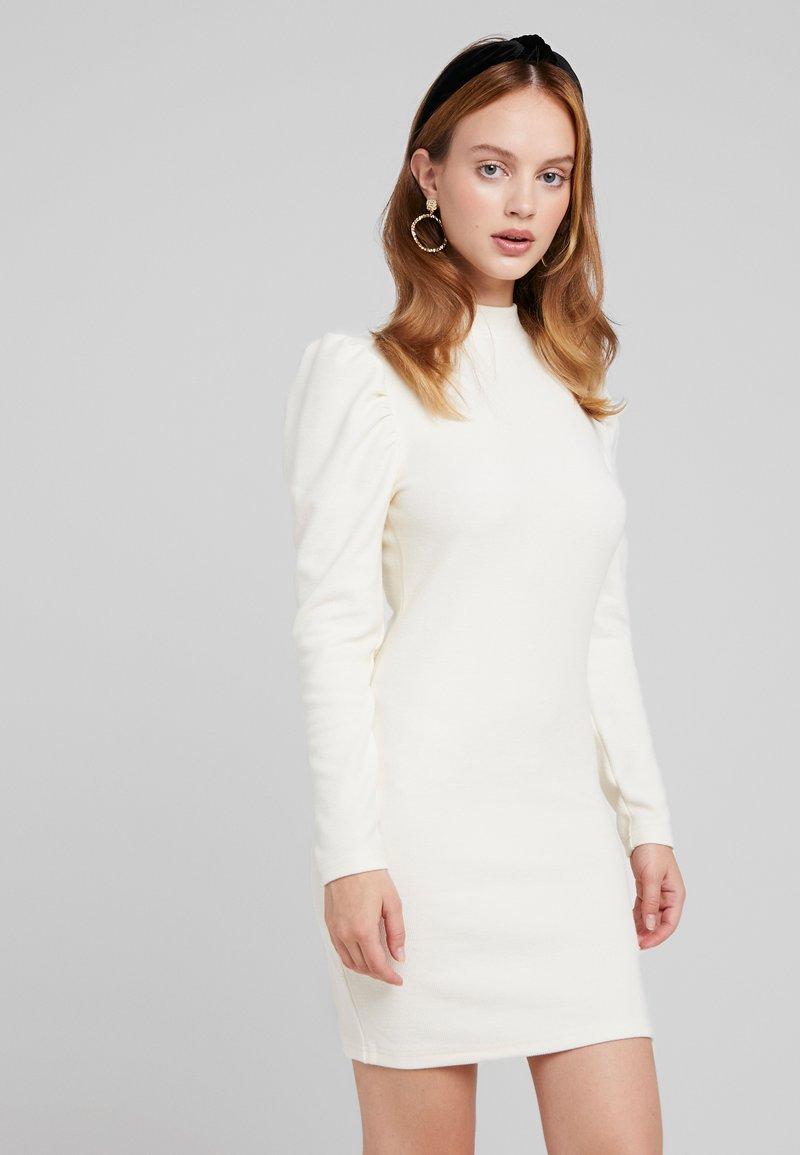 Glamorous Petite - PUFF SLEEVE DRESS - Pouzdrové šaty - vanilla