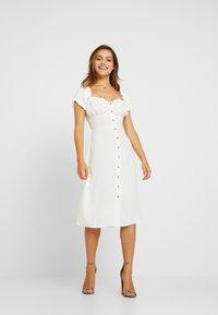Glamorous Petite - MILKMAID DRESS - Vapaa-ajan mekko - white - 2