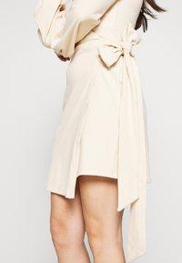 Glamorous Petite - WRAP DRESS - Etui-jurk - stone - 4