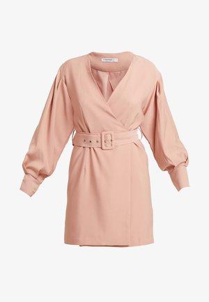 BELTED MINI - Korte jurk - nude