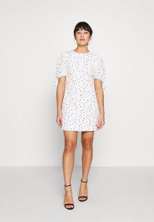 STUDIO: HEART PRINT DRESS - Vestido informal - white