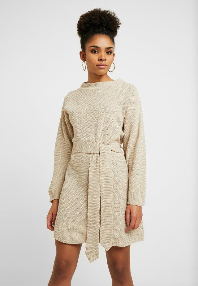 TIE WAIST JUMPER DRESS - Gebreide jurk - ecru