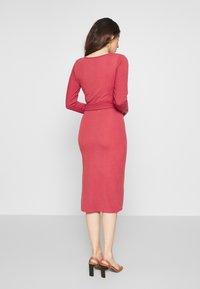 Glamorous Petite - BELTED MIDI - Jumper dress - pink - 2