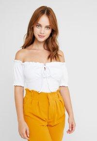 Glamorous Petite - GYPSY BARDOT - T-Shirt print - white - 0