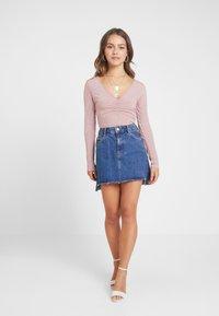 Glamorous Petite - RUCHED BODYSUIT - Langærmede T-shirts - mauve - 1