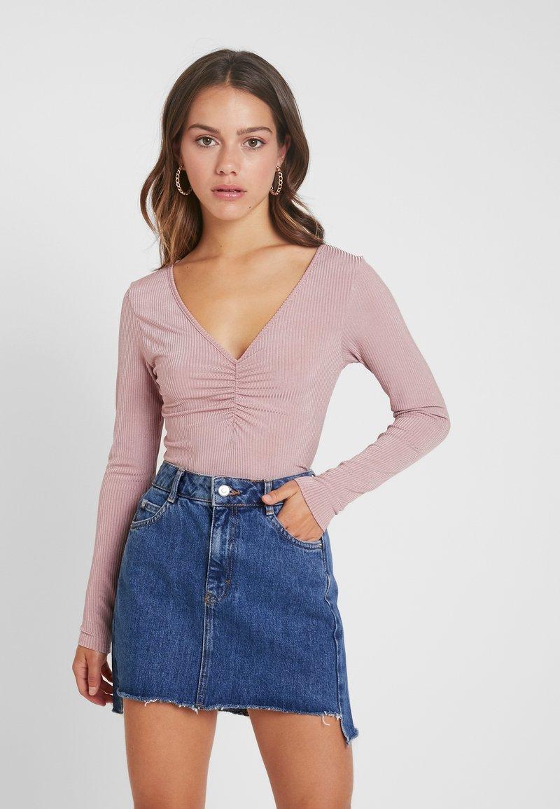 Glamorous Petite - RUCHED BODYSUIT - Langærmede T-shirts - mauve