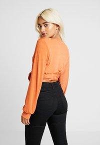 Glamorous Petite - DEEP - T-shirt à manches longues - rust - 2