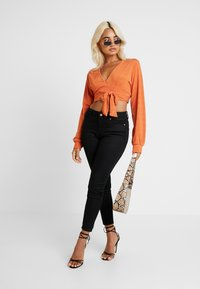 Glamorous Petite - DEEP - Bluzka z długim rękawem - rust - 1