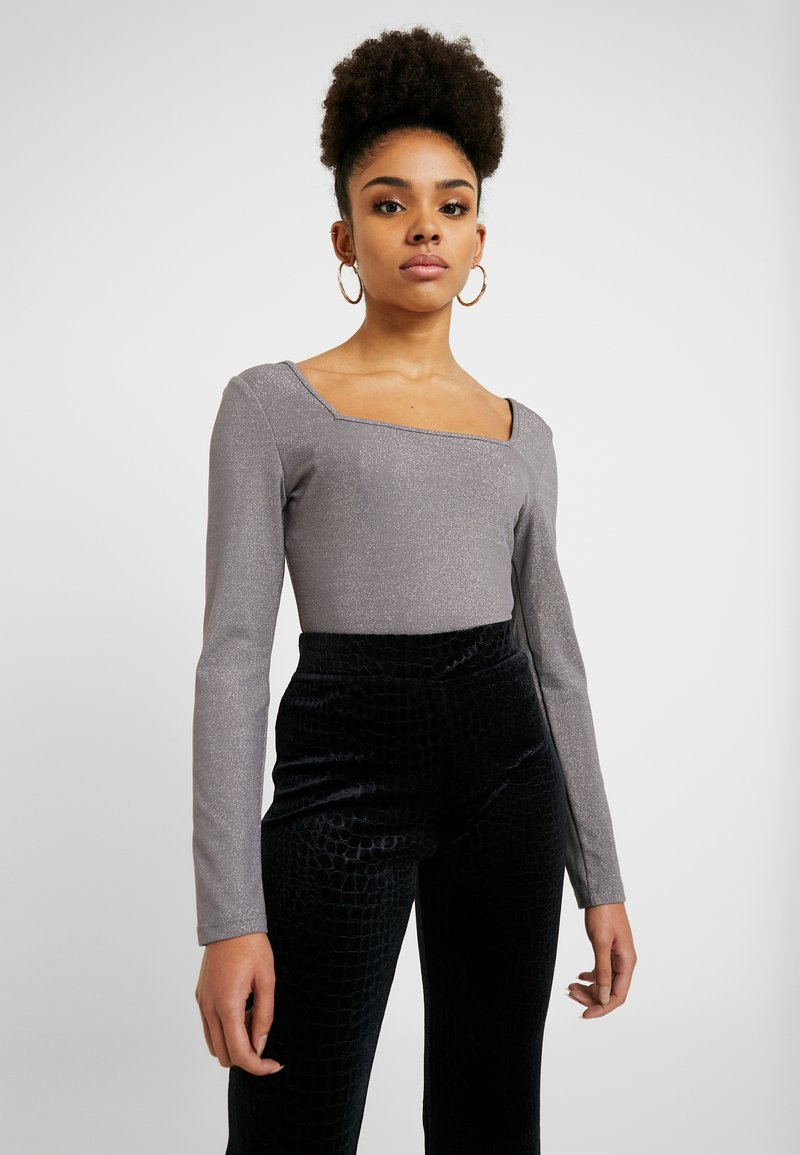 Glamorous Petite - SQUARE NECK BODYSUIT - Langærmede T-shirts - silver
