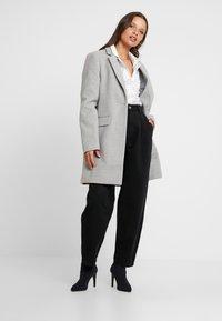 Glamorous Petite - Camicia - white/black - 1