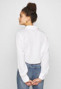 Glamorous Petite - TIE FRONT BLOUSE - Hemdbluse - white - 2