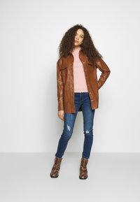Glamorous Petite - Lett jakke - brown - 1