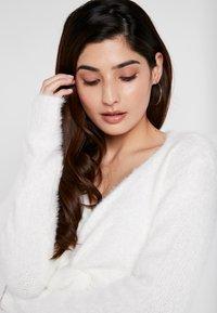 Glamorous Petite - Stickad tröja - offwhite - 4