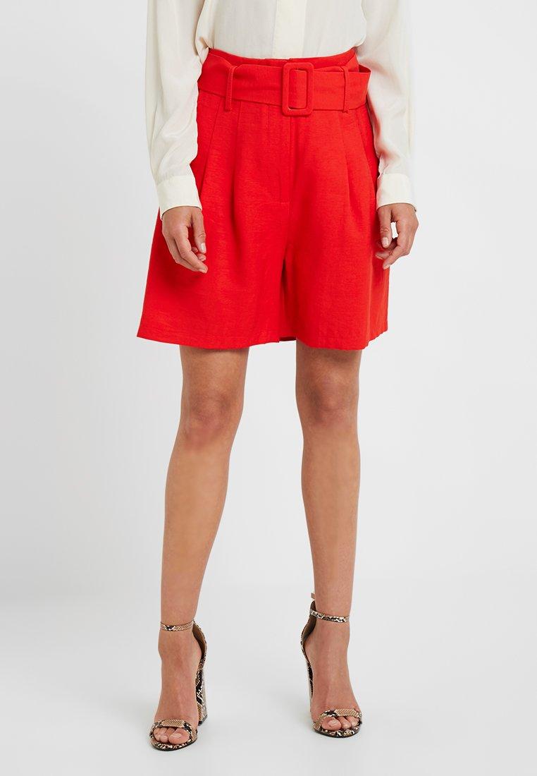 Glamorous Petite - Shorts - red