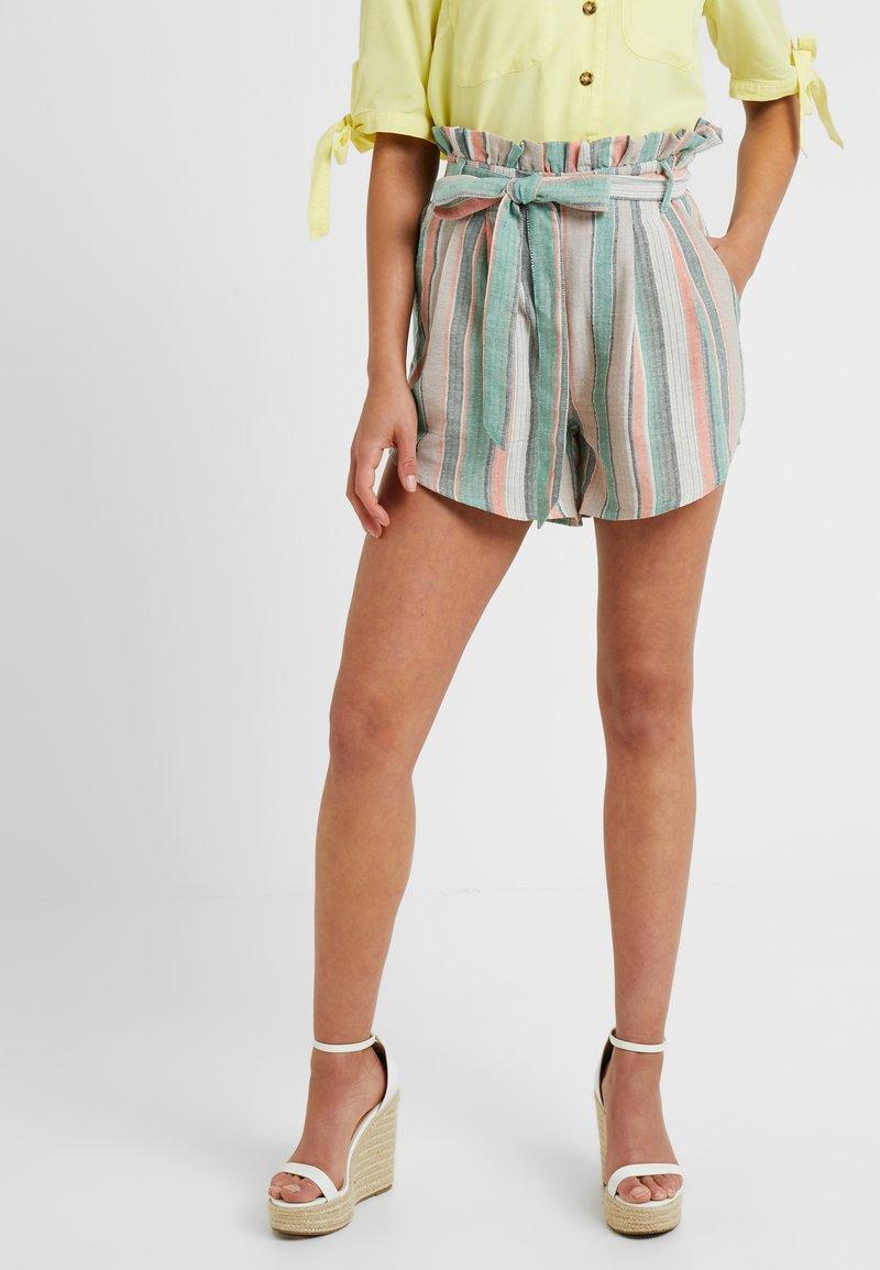Glamorous Petite - Shorts - green/stone/multi