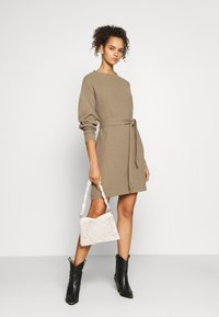 Glamorous Tall - TIE WAIST JUMPER DRESS - Jumper dress - light brown - 1