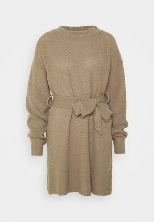 TIE WAIST JUMPER DRESS - Abito in maglia - light brown