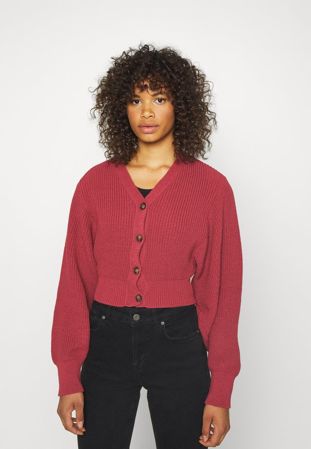 CROPPED BATWING SLEEVE CHUNKY CARDIGAN - Gilet - raspberry