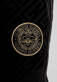 Glorious Gangsta - YAKUZA JOGGERS - Pantaloni sportivi - black - 5