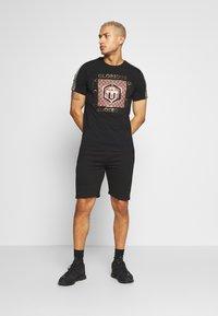 Glorious Gangsta - KALK - Spodnie treningowe - black - 1
