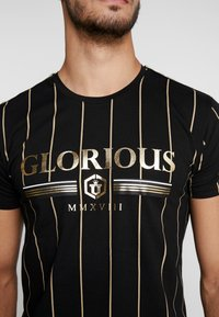 Glorious Gangsta - DERBAN - T-shirts print - black